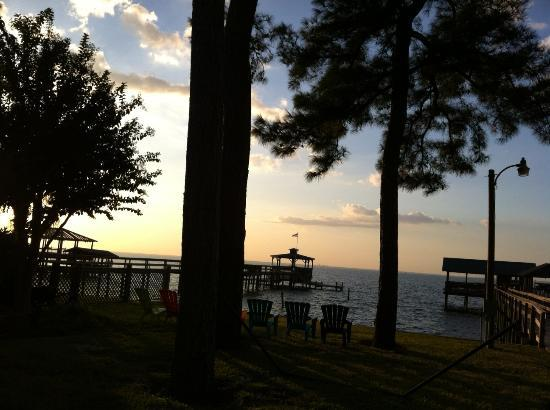 Point Clear Cottages: Sunset over Mobile Bay