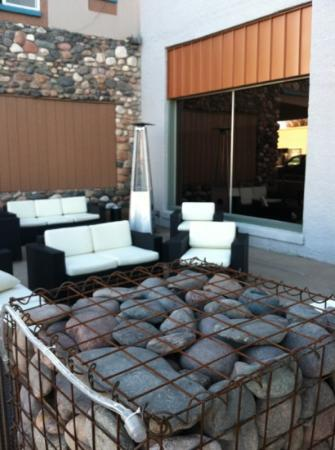 Burning Tree Cellars Tasting Room: great outside patio ... usually have music on the weekends