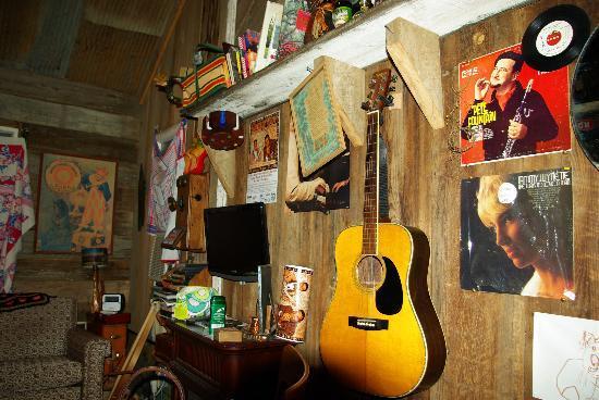 Shack Up Inn: Inside Ernz cabin