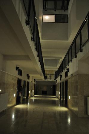 Loft Aparts : Korytarz na parterze
