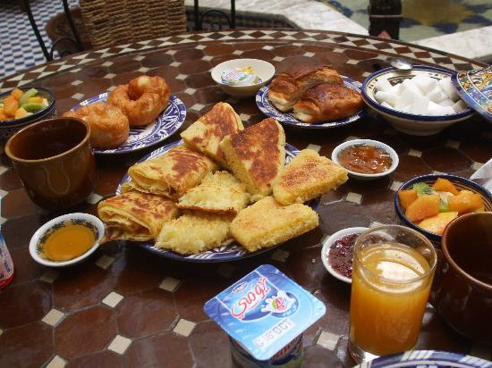 Riad Ahlam: Breakfast (if you can eat it all)