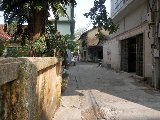 Amigo Hotel: Street Entry