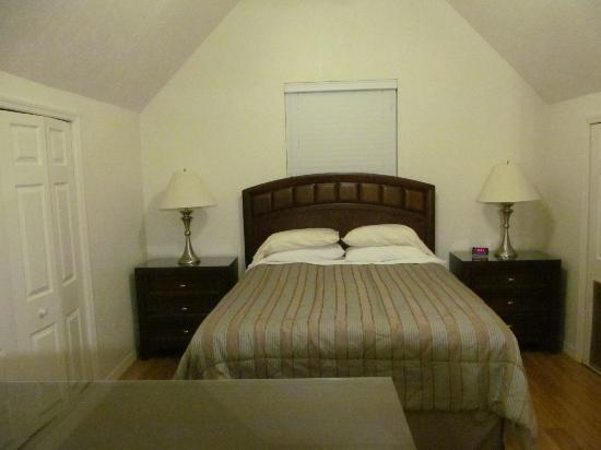 Walton's Mango Manor Bed & Breakfast: Loft Bedroom