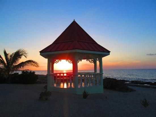 Sea Dreams Villa: Gazebo Sunset
