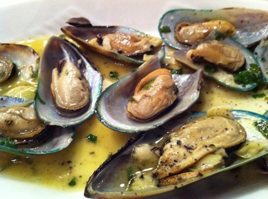 moules au vin blanc sauce citron un regal foto di taverna rota poros tripadvisor. Black Bedroom Furniture Sets. Home Design Ideas