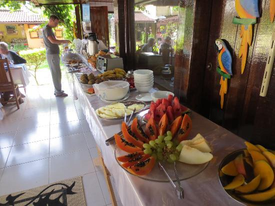 Pousada Cauca: Breakfast spread