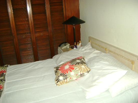 Joshua Rose Guest House : The bed