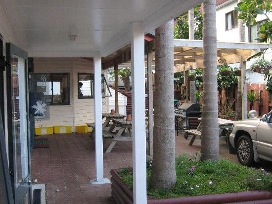 Peppertree Lodge: Great BBQ & Outside area