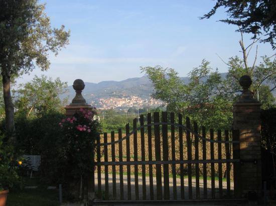 La Carreccia: view of Castiglion Fiorentino from gate