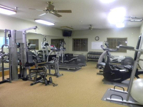 Savanna Inn & Suites: Weight Room