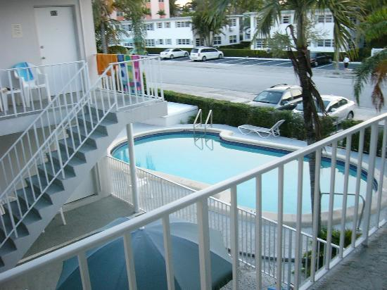 Napoli Belmar Resort: One of the 4 pools available at the Napoli-Belmar