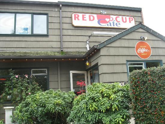 Red Cup Cafe: Outside the cafe