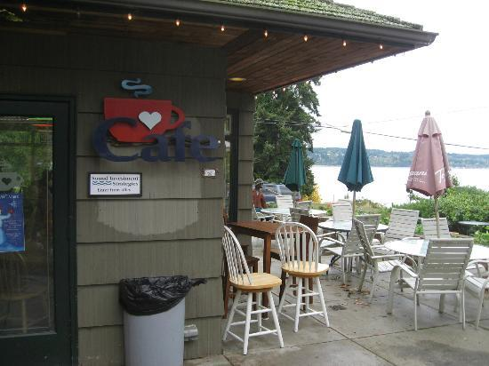 Red Cup Cafe: Nice water view