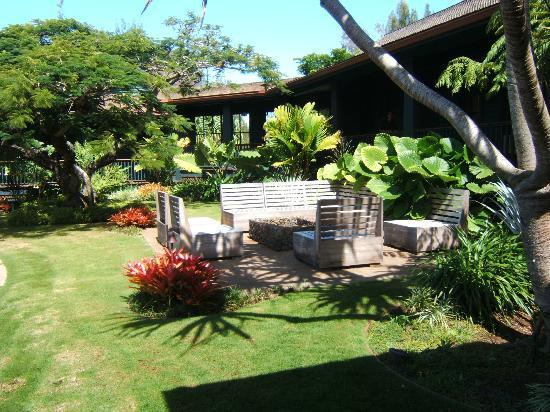 Lumeria Maui Retreat: Inner Courtyard