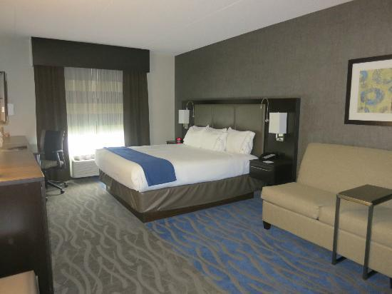 Holiday Inn Express & Suites Dayton South: Room