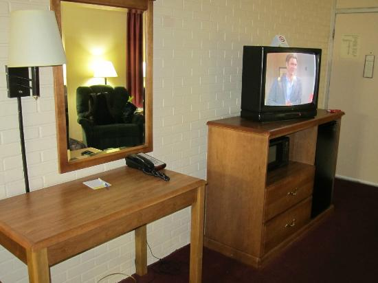 Days Inn Jackson: TV, microwave & fridge