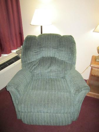 Days Inn Jackson: In room reclining chair