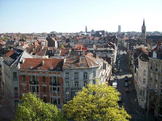 b51fb15c2a47 Vista hacia las afueras - Picture of Porte de Hal, Brussels ...