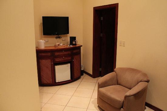 Hotel Bosque del Mar Playa Hermosa: sitting/tv room
