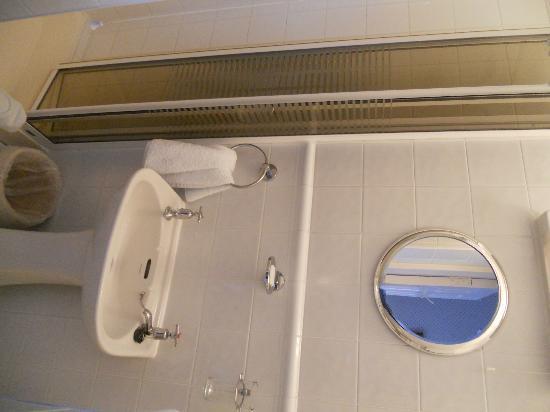 Devondell: Single bathroom