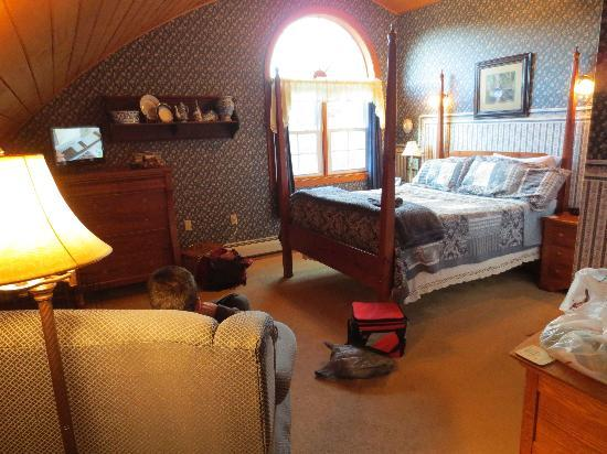 Frosty Hollow Bed and Breakfast: Blackberry Room