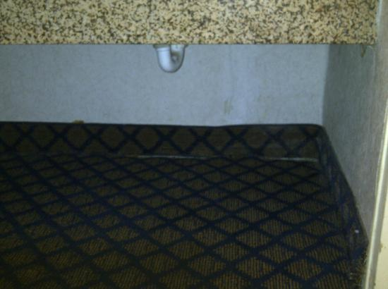 Hampton Inn Washington DC NoMa Union Station : under sink