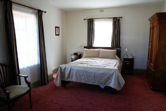 Mandelson's of Goulburn: Executive guest room