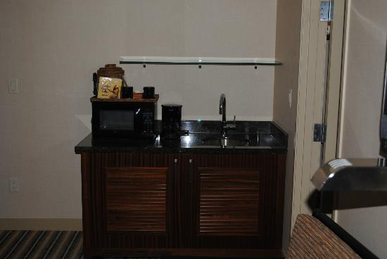 Maui Coast Hotel: Sink, Microwave, and Mini-Fridge in Cabinet
