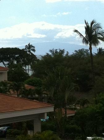 Maui Coast Hotel: View Facing the Front of Hotel