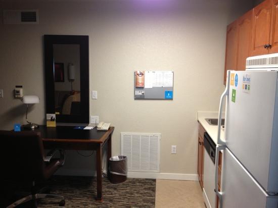 HYATT house Philadelphia/Plymouth Meeting: fridge, kitchenette, work station...