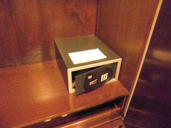 Lotus Family Hotel : Safety Box