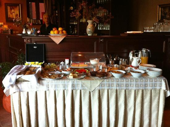 Amanites Guesthouse: Breakfast buffet