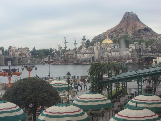 Tokyo DisneySea Hotel MiraCosta : ミラコスタからシーへつながる階段から見える絶景(笑)