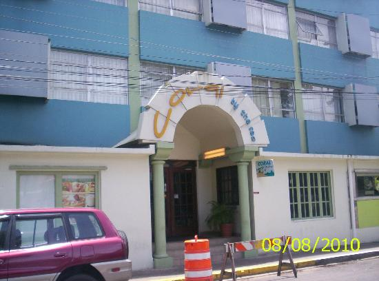 Coral by the Sea Hotel: Front of hotel