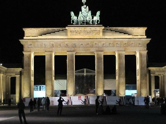 brandenburg gate picture of cosmo hotel berlin mitte berlin tripadvisor. Black Bedroom Furniture Sets. Home Design Ideas