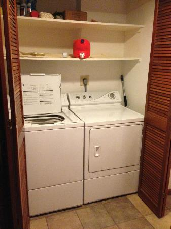 Castle Makahuena at Poipu: Laundry room
