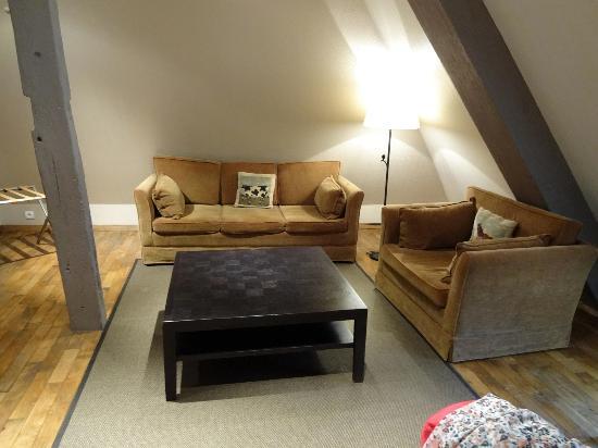 L'Absinthe Hotel: Suite Lounge Area