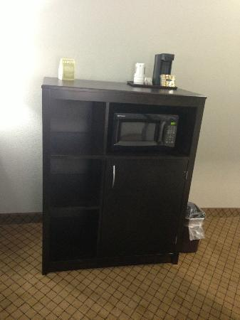 Comfort Suites at Katy Mills: Microwave/Fridge Cabinet