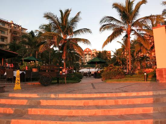 Villa del Palmar Flamingos Beach Resort & Spa Riviera Nayarit: From the beach looking back to the pool