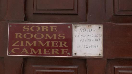 Rooms Roso : Small sign on entrance door to Roso accoms