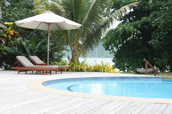 Matangi Private Island Resort: Pool Area- small but perfect!