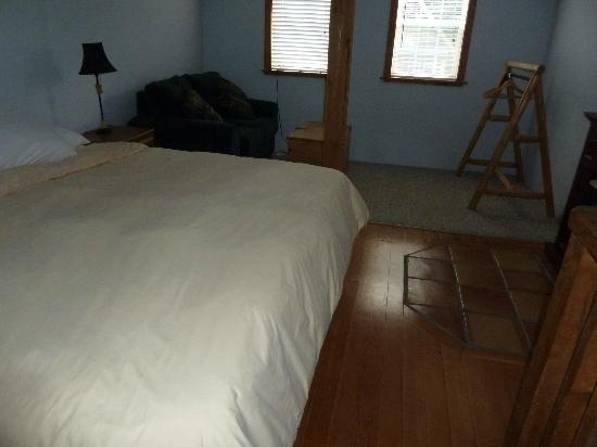 Reef Point Cottages: Loft bedroom (King sized bed)