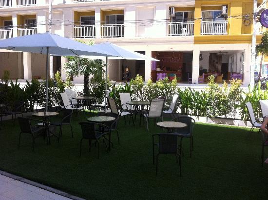 Garden Phuket Hotel: Jardin rdc