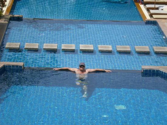 Baan Yuree Resort  and  Spa : upper level pool