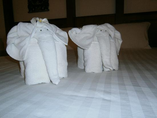 Baan Yuree Resort  and  Spa: towel animals