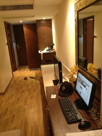 The Nova Gold Hotel Pattaya: Entry and workstation