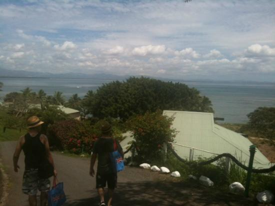Anchorage Beach Resort: View from the bure at the top of the hill