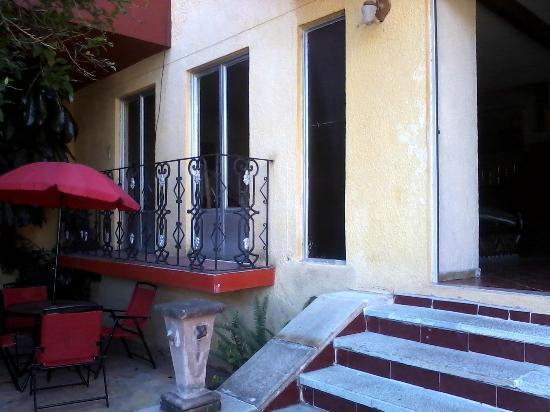 Hostal Galeria Cafe 1810: Entrada del hostal