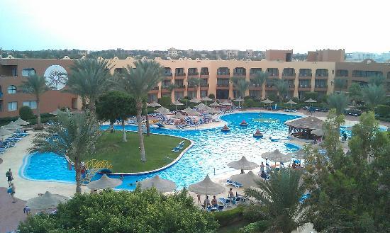 Nubian Village Hotel: вид с горки на верхний бассейн