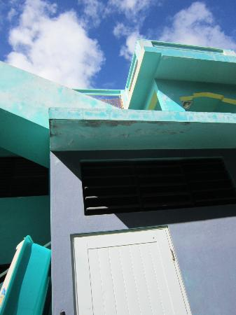 Hammock House Hostel : Love the angular building!!